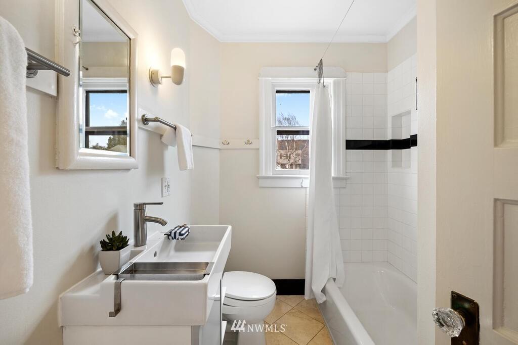 Sold Property | 1714 E Thomas Street Seattle, WA 98112 21