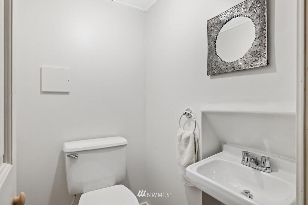 Sold Property | 1714 E Thomas Street Seattle, WA 98112 29