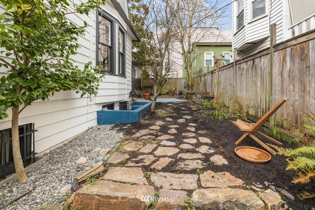 Sold Property | 1714 E Thomas Street Seattle, WA 98112 30