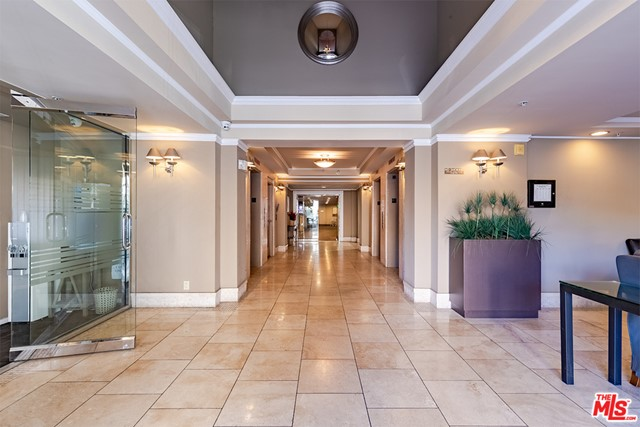 Off Market | 620 S Gramercy Place #121 Los Angeles, CA 90005 1