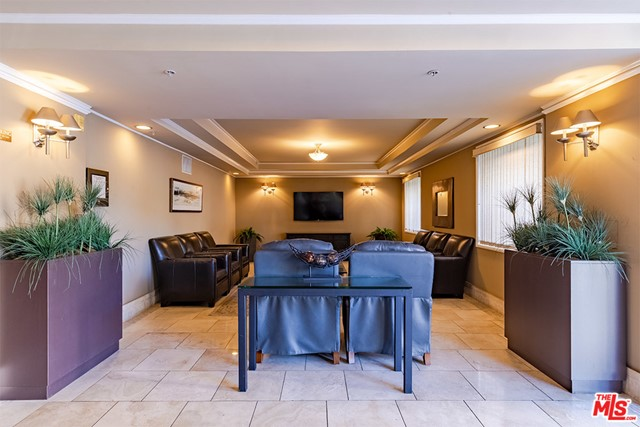 Off Market | 620 S Gramercy Place #121 Los Angeles, CA 90005 3