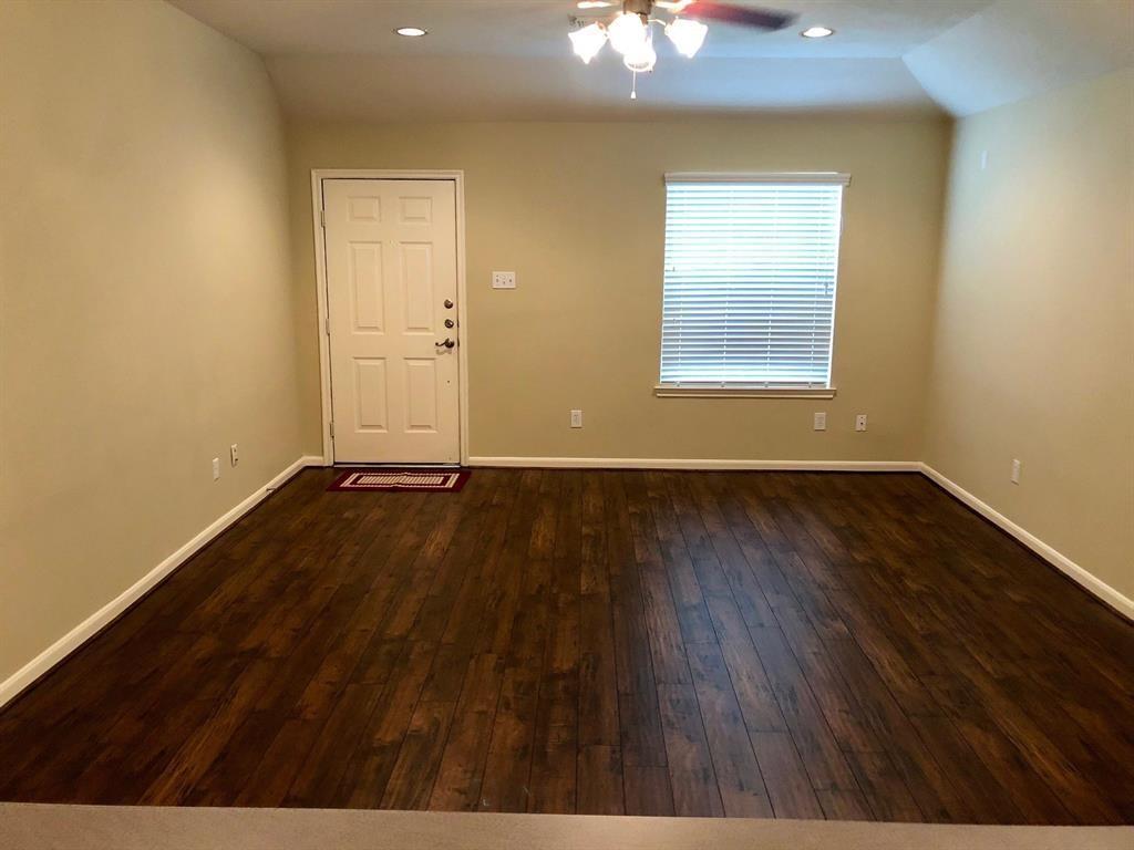 Pending | 12915 Redbud Shores Lane Houston, Texas 77044 2