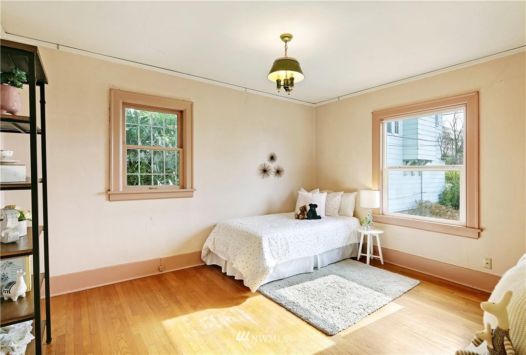 Sold Property | 127 N Argyle Place Seattle, WA 98103 18