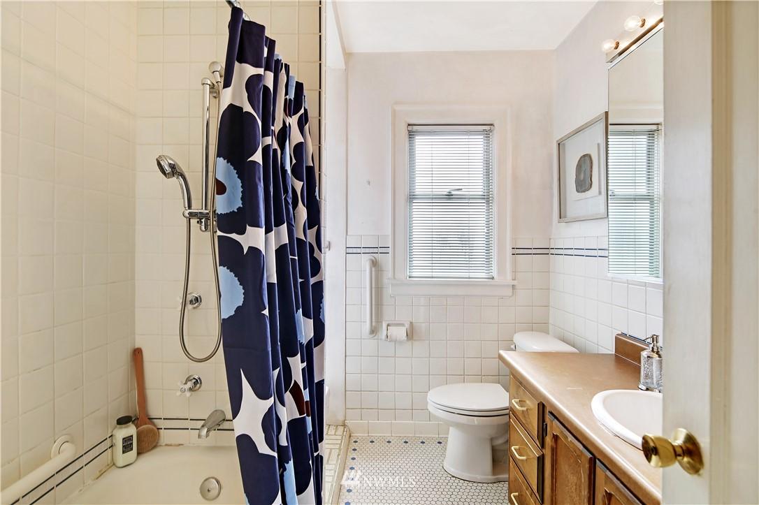 Sold Property | 127 N Argyle Place Seattle, WA 98103 19