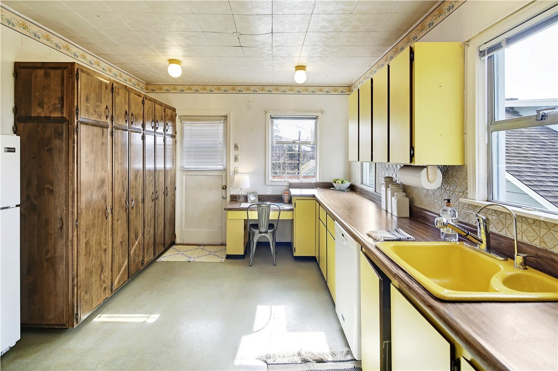 Sold Property | 127 N Argyle Place Seattle, WA 98103 12