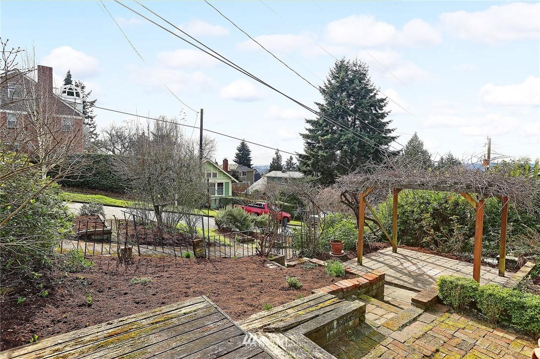Sold Property | 127 N Argyle Place Seattle, WA 98103 17