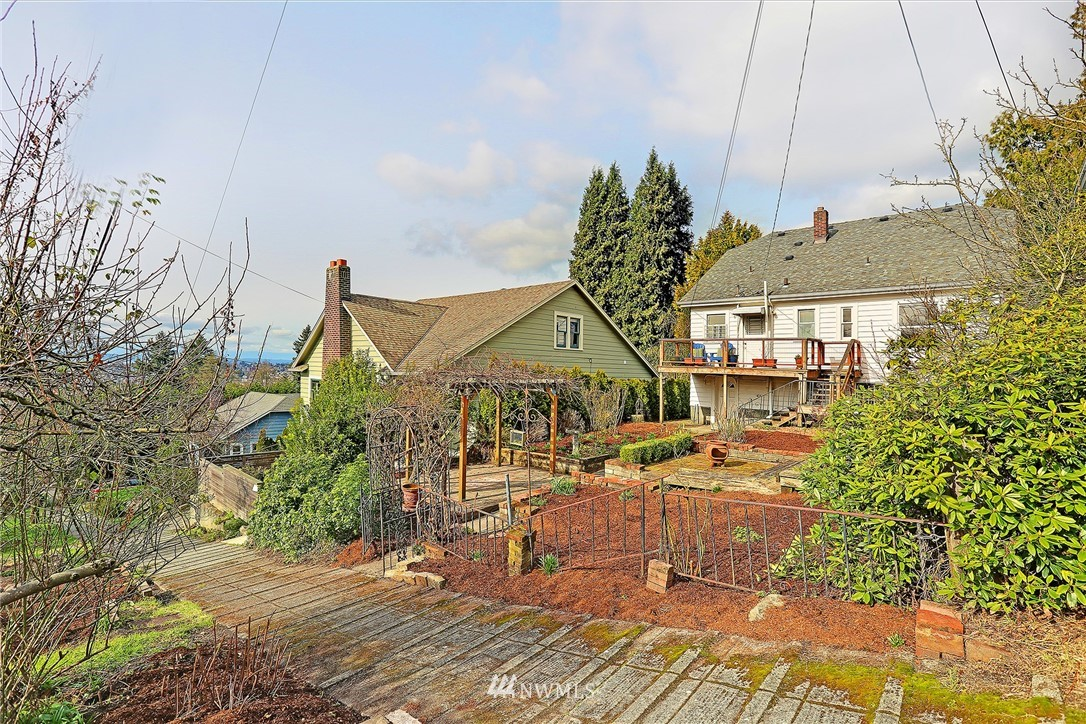 Sold Property | 127 N Argyle Place Seattle, WA 98103 35