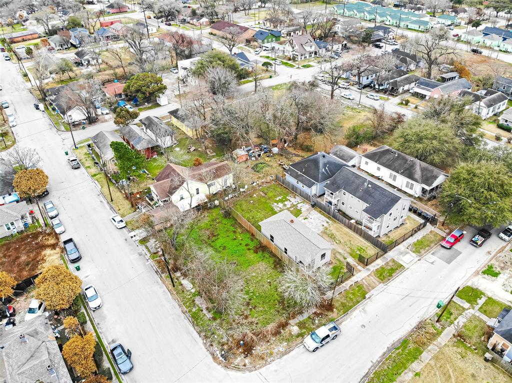 Off Market | 1411 Bayou Street Houston, Texas 77020 6