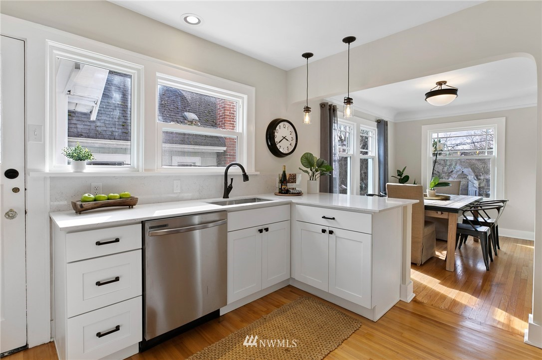 Sold Property | 4724 35th Avenue NE Seattle, WA 98105 5