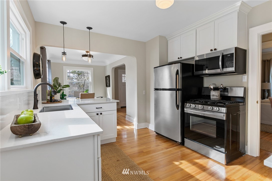 Sold Property | 4724 35th Avenue NE Seattle, WA 98105 6