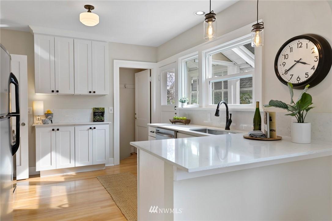 Sold Property | 4724 35th Avenue NE Seattle, WA 98105 7