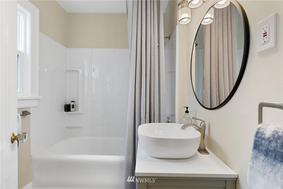 Sold Property | 4724 35th Avenue NE Seattle, WA 98105 18