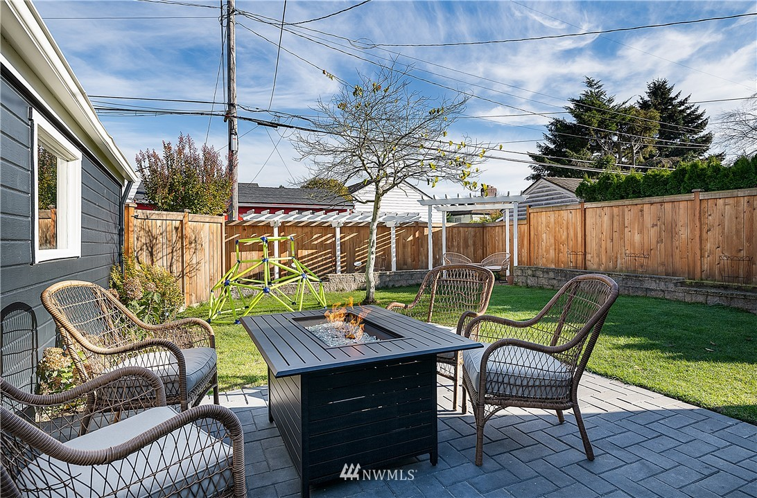 Sold Property | 8324 23rd Avenue NW Seattle, WA 98117 27