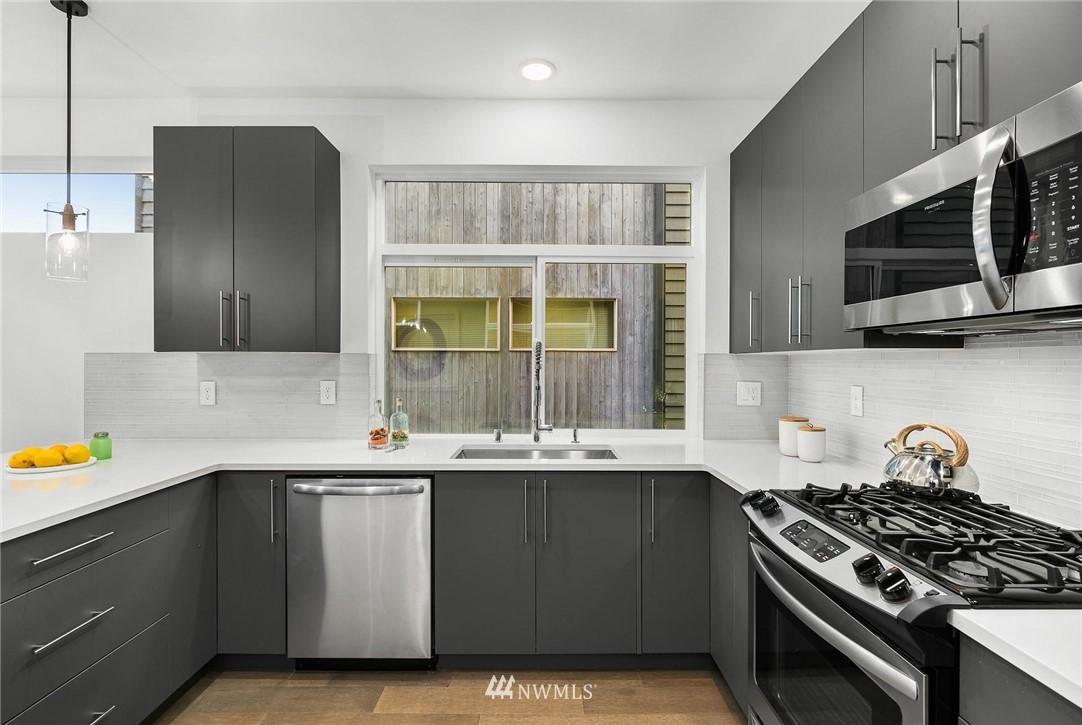 Sold Property | 5915 California Avenue SW Seattle, WA 98136 9