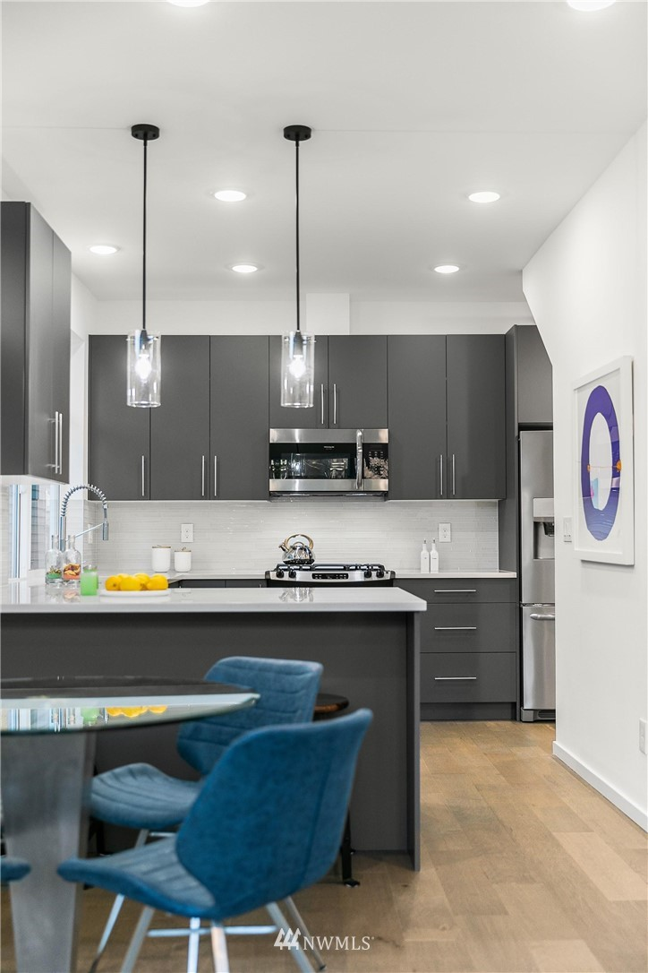 Sold Property | 5915 California Avenue SW Seattle, WA 98136 11