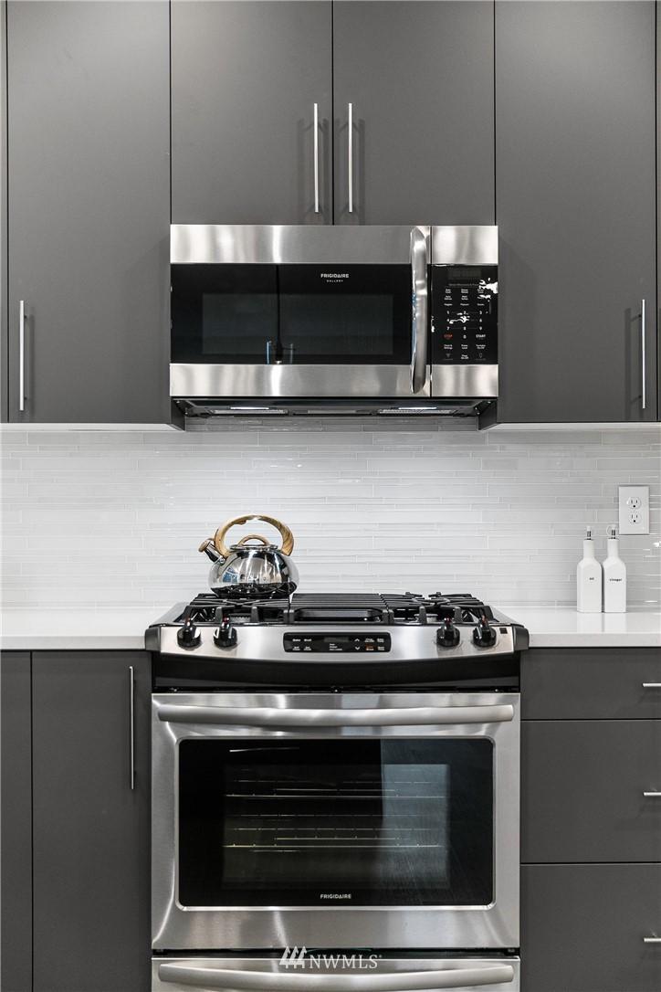 Sold Property | 5915 California Avenue SW Seattle, WA 98136 12