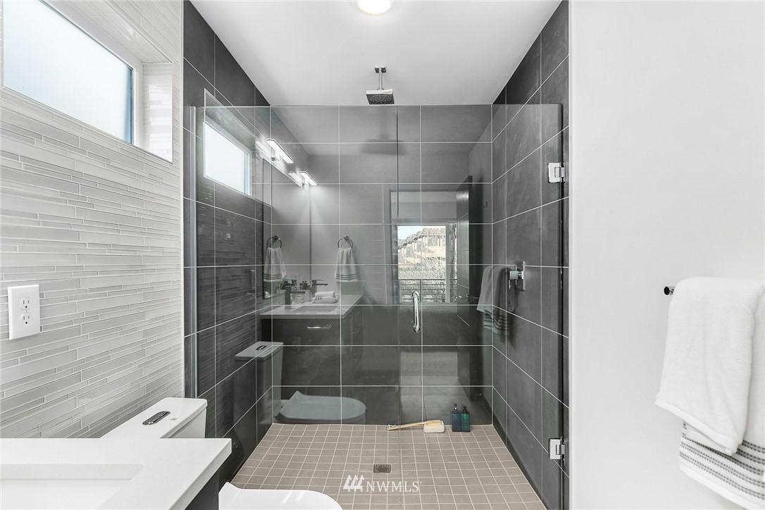 Sold Property | 5915 California Avenue SW Seattle, WA 98136 25
