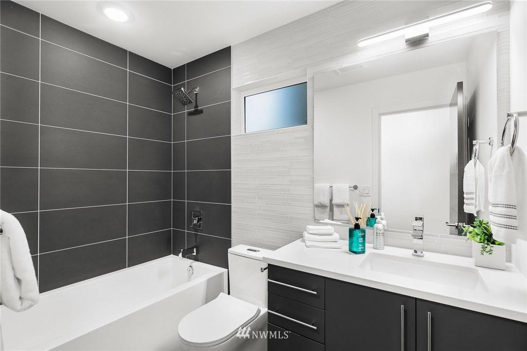 Sold Property | 5915 California Avenue SW Seattle, WA 98136 29