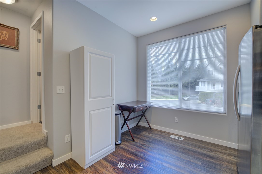 Sold Property | 10420 Holly Drive #C Everett, WA 98204 3