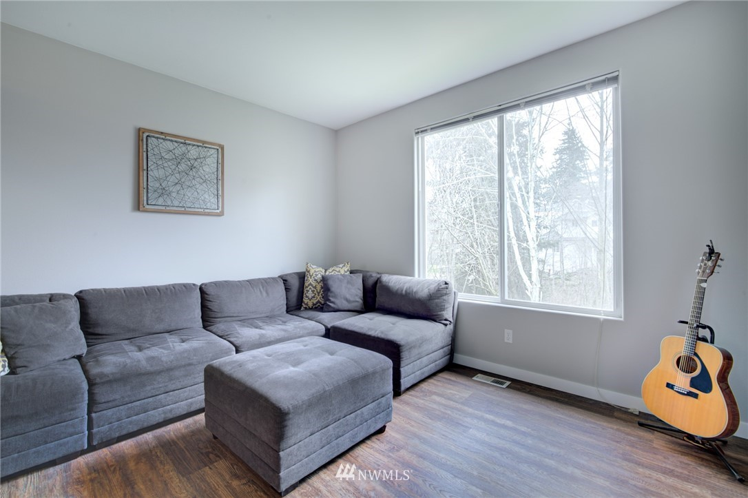 Sold Property | 10420 Holly Drive #C Everett, WA 98204 8
