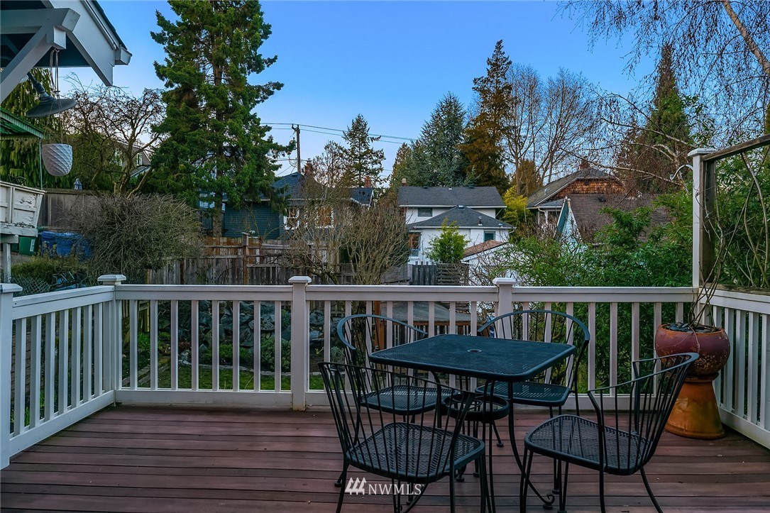 Sold Property | 514 N 72nd Street Seattle, WA 98103 32