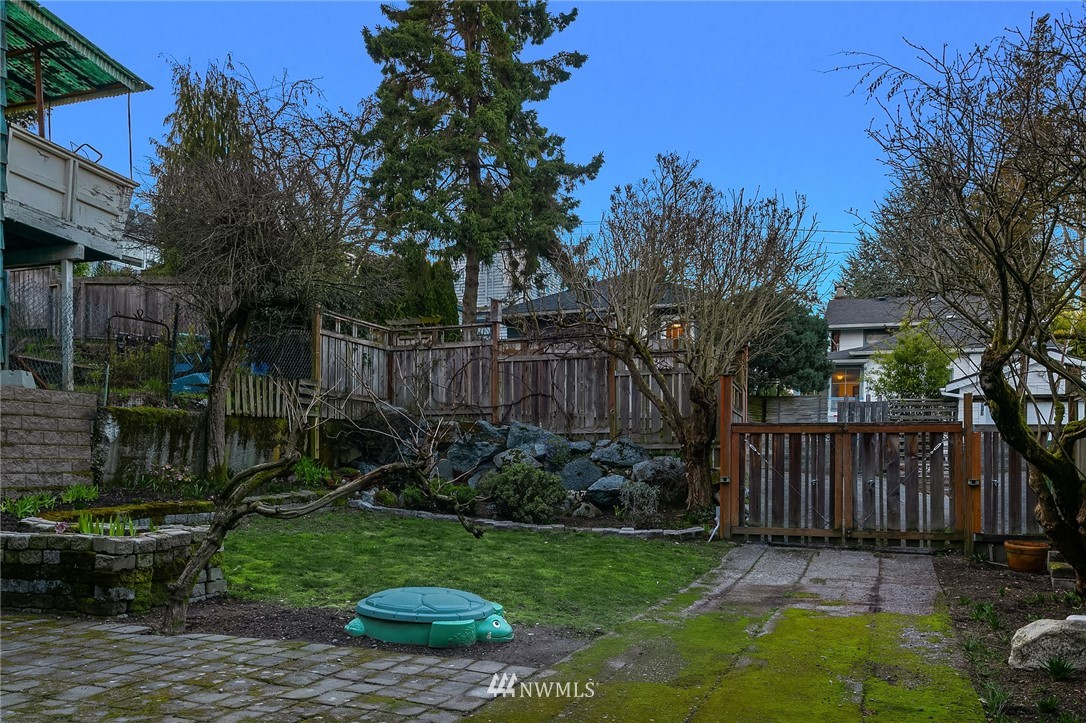 Sold Property | 514 N 72nd Street Seattle, WA 98103 34
