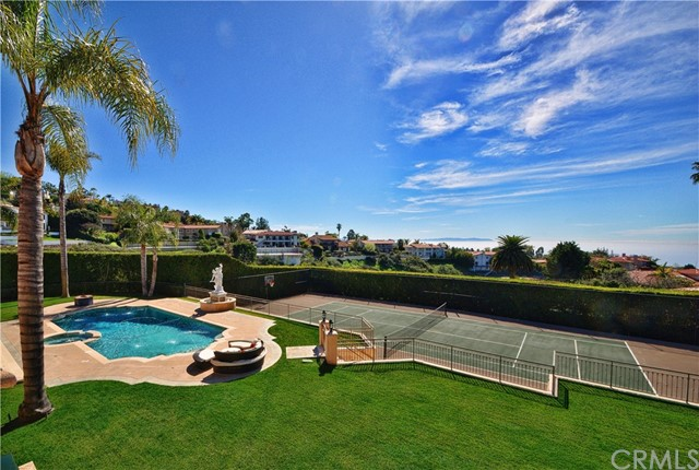 Active   999 Paseo La Cresta Palos Verdes Estates, CA 90274 66
