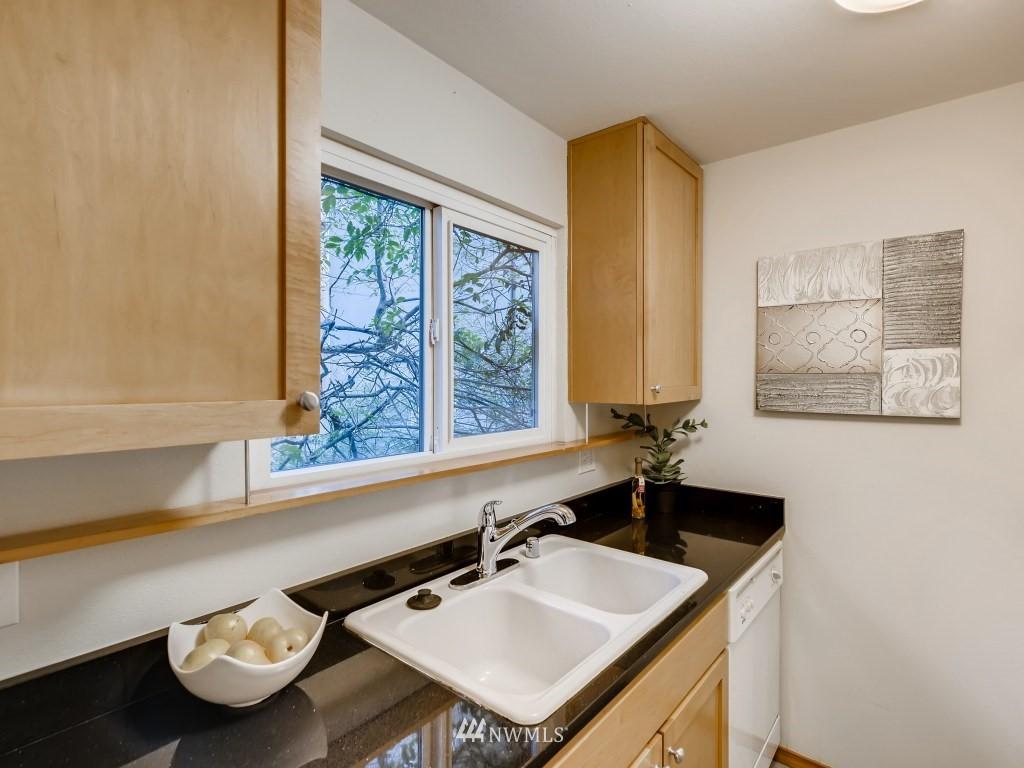 Sold Property   415 Summit Avenue E #2 Seattle, WA 98102 6