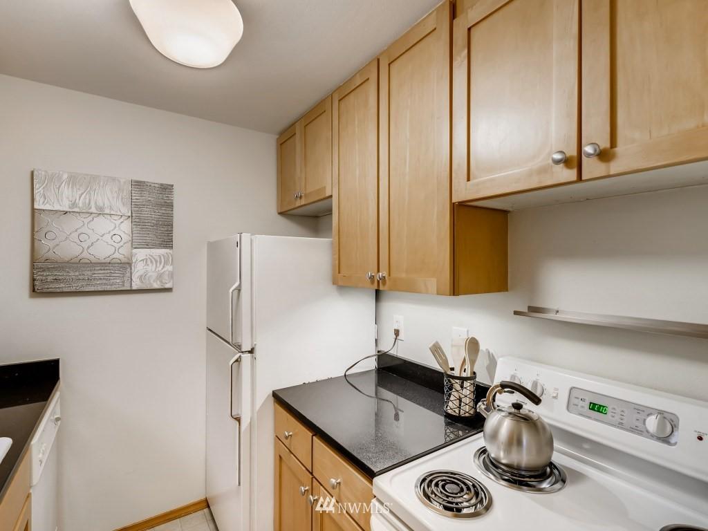 Sold Property   415 Summit Avenue E #2 Seattle, WA 98102 7