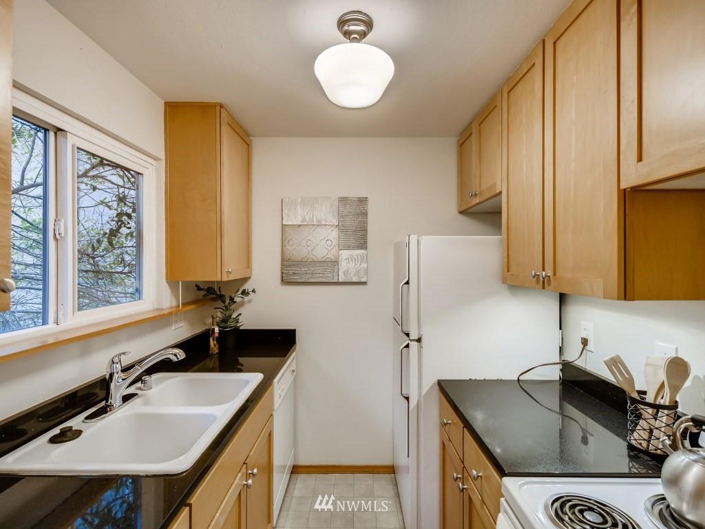 Sold Property   415 Summit Avenue E #2 Seattle, WA 98102 8