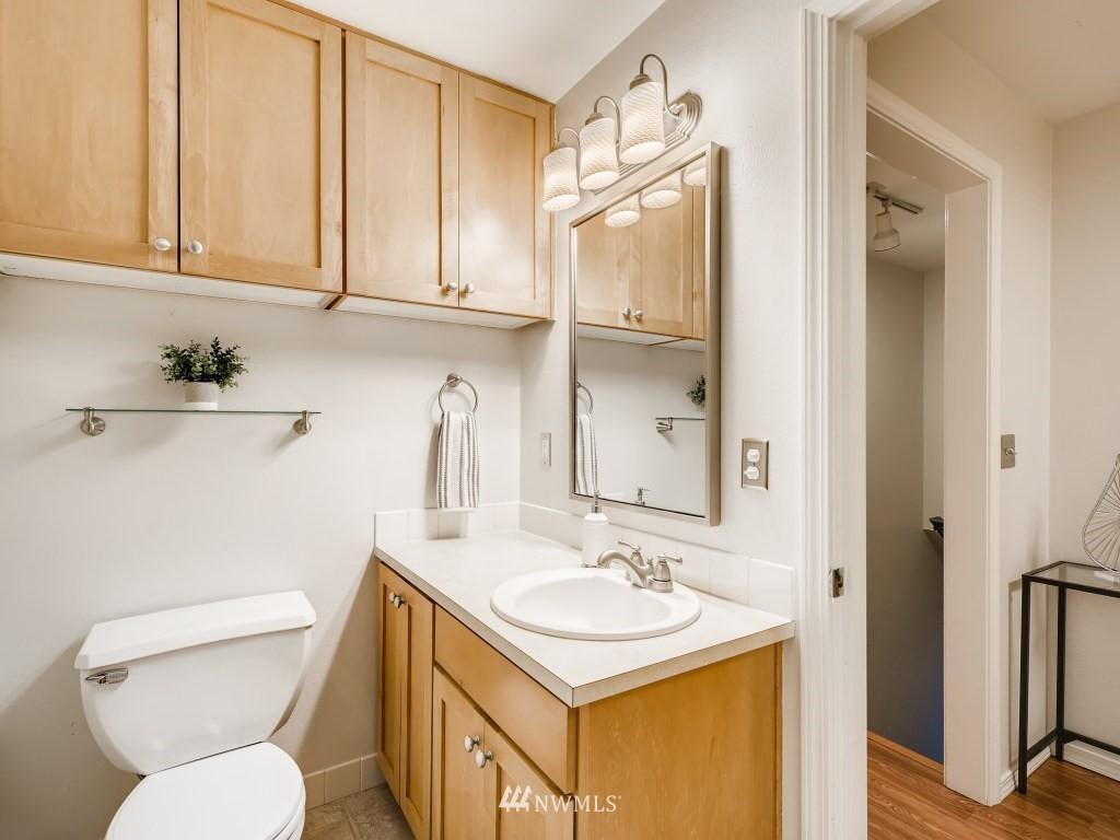 Sold Property   415 Summit Avenue E #2 Seattle, WA 98102 12