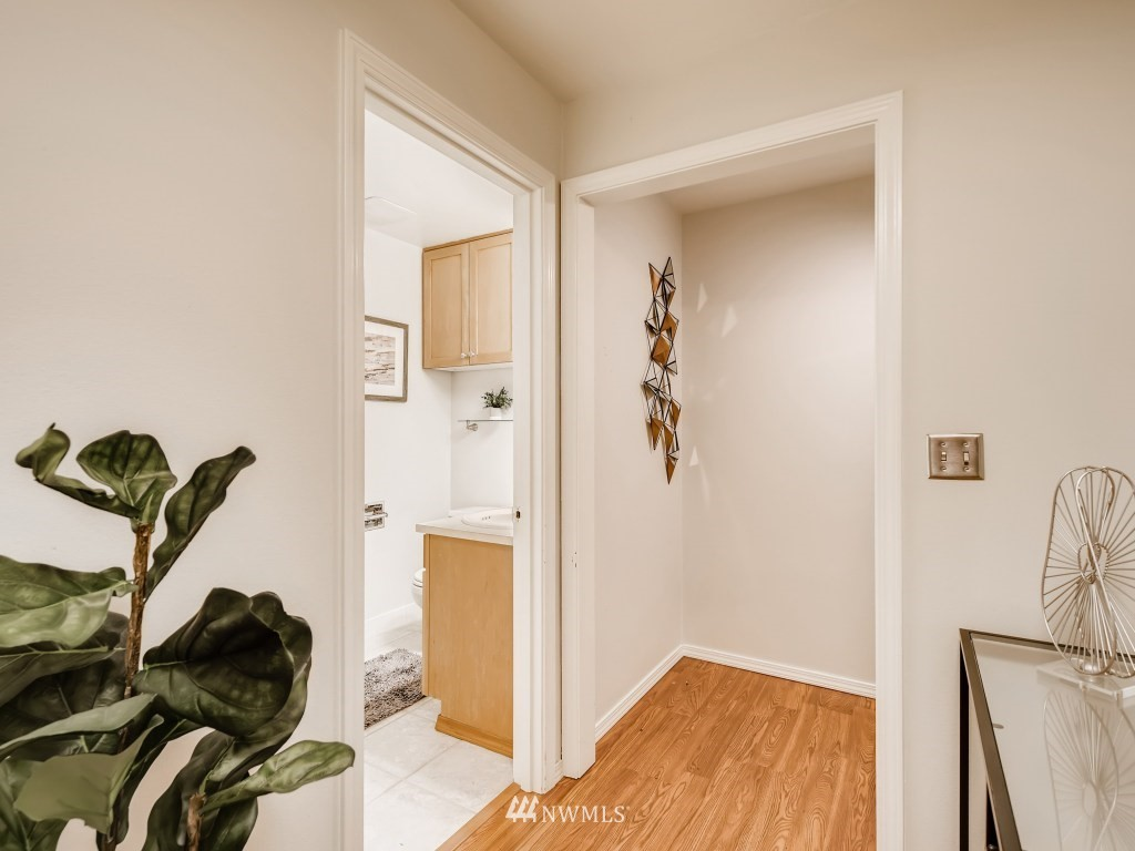 Sold Property   415 Summit Avenue E #2 Seattle, WA 98102 14