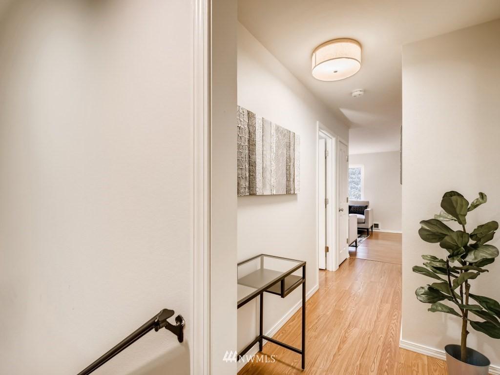 Sold Property   415 Summit Avenue E #2 Seattle, WA 98102 15