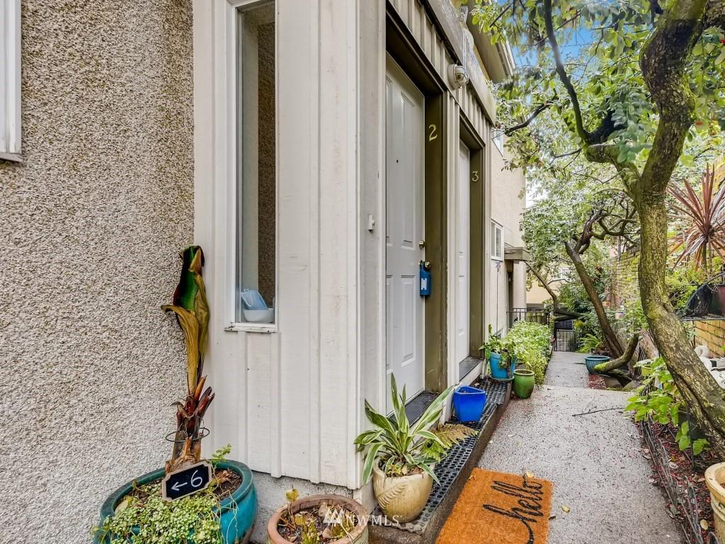 Sold Property   415 Summit Avenue E #2 Seattle, WA 98102 21