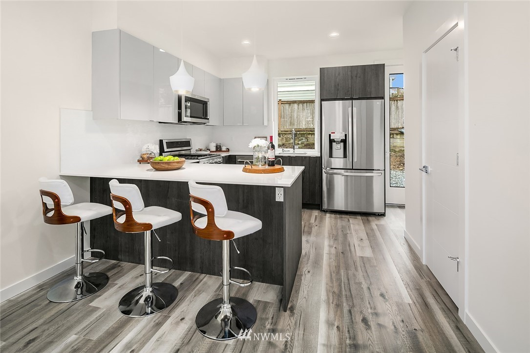 Sold Property | 9201 Linden Avenue N #E Seattle, WA 98103 4