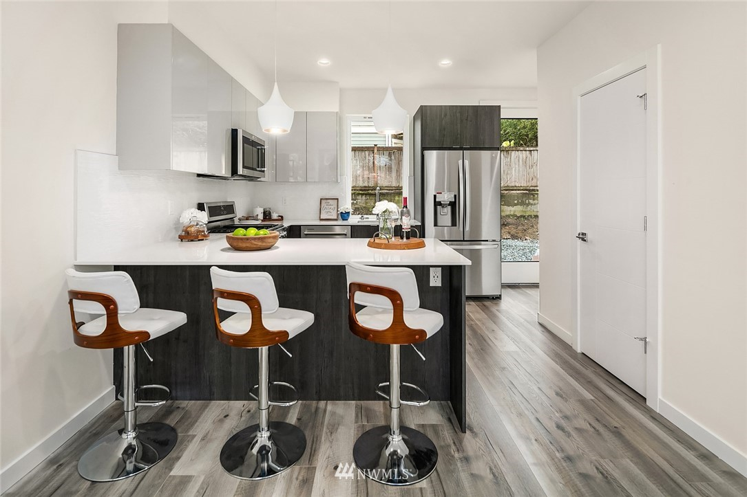 Sold Property | 9201 Linden Avenue N #E Seattle, WA 98103 5