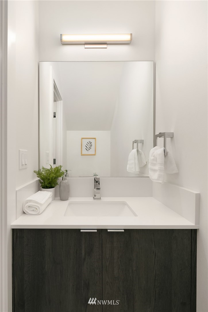 Sold Property | 9201 Linden Avenue N #E Seattle, WA 98103 8