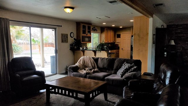 Closed | 13586 Shawnee Road Apple Valley, CA 92308 14