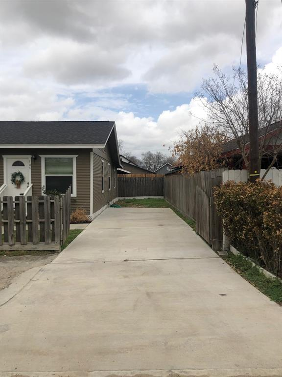 Off Market | 704 Jewett Street Houston, Texas 77009 4