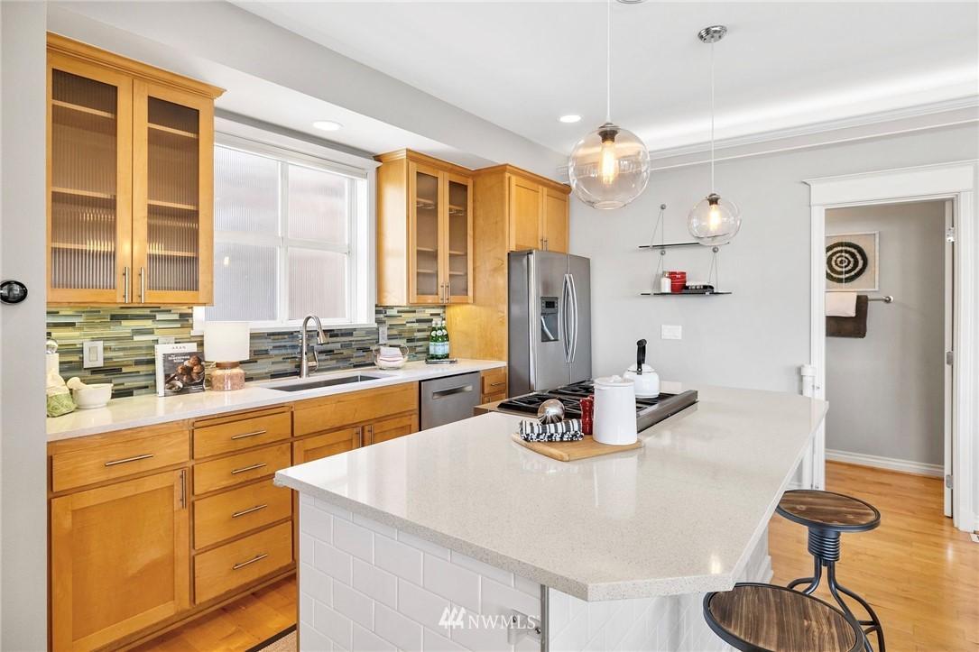 Sold Property | 2332 Yale Avenue E Seattle, WA 98102 8