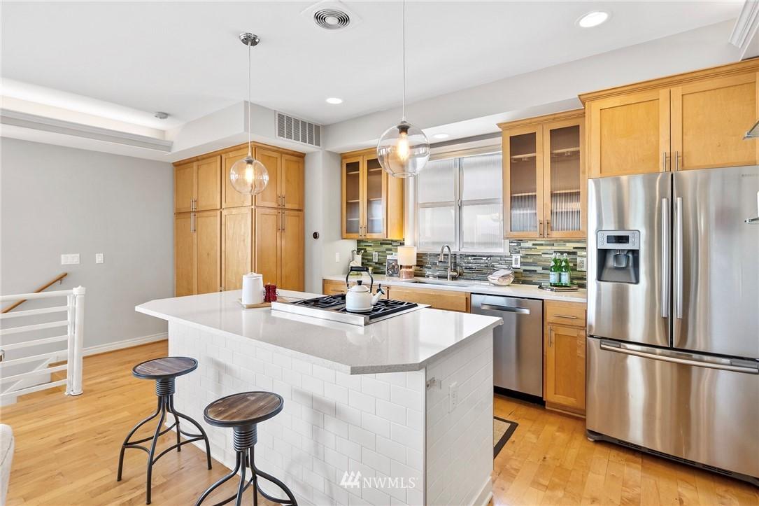 Sold Property | 2332 Yale Avenue E Seattle, WA 98102 9