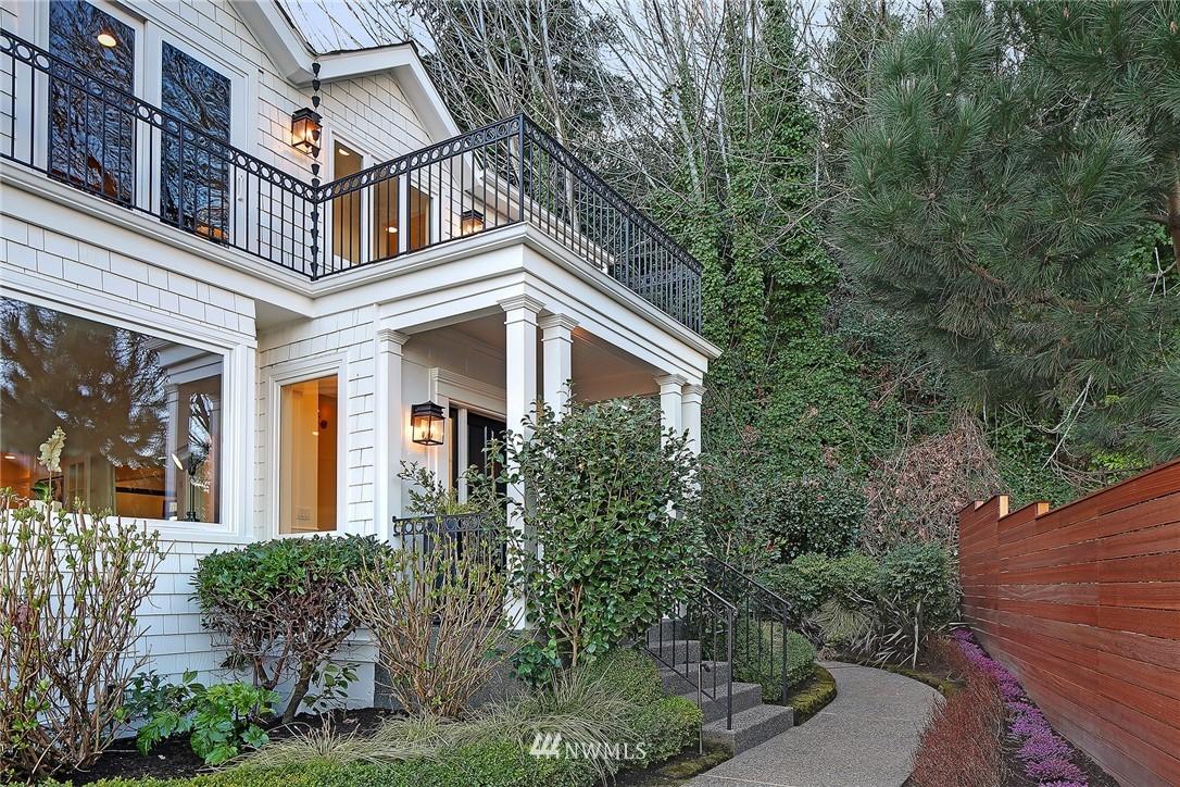 Active | 1913 Victoria Avenue SW Seattle, WA 98126 2