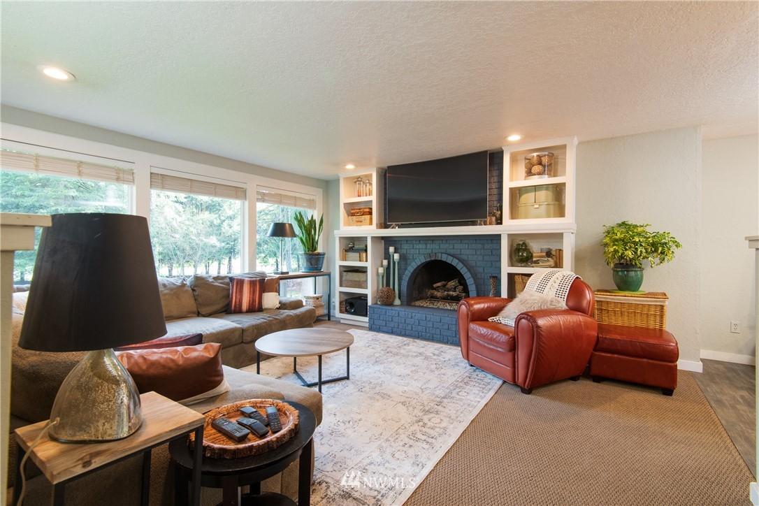 Sold Property | 15303 216th Avenue NE Woodinville, WA 98077 2