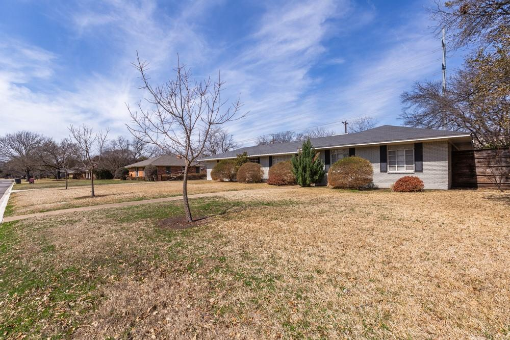 Pending   5969 Elderwood Drive Dallas, Texas 75230 0
