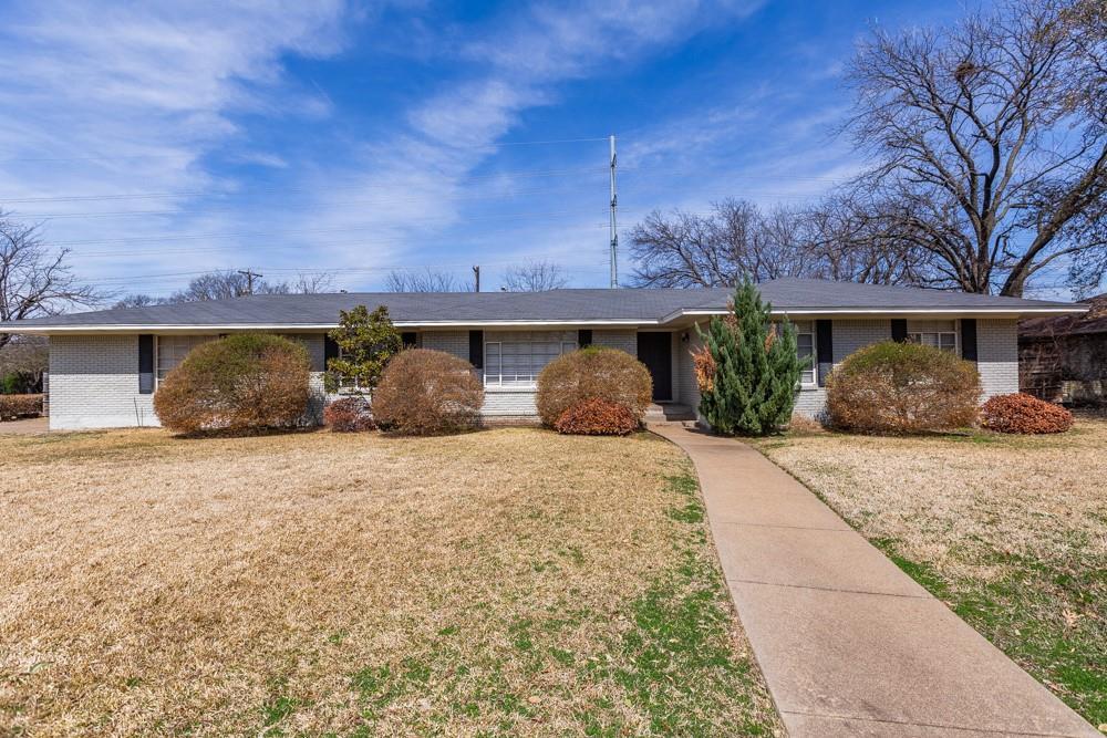 Pending   5969 Elderwood Drive Dallas, Texas 75230 1