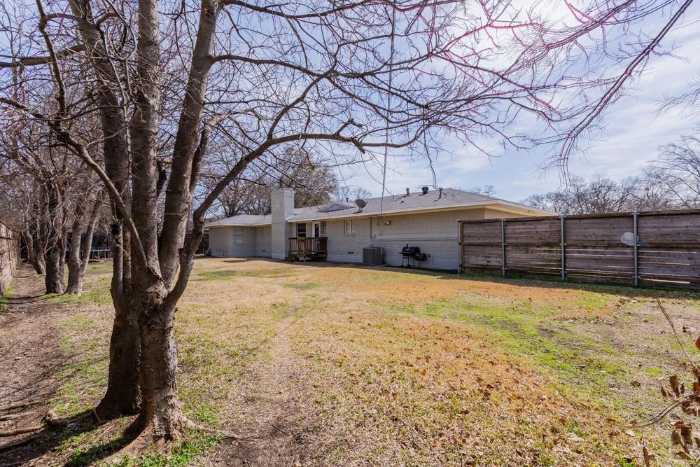 Pending   5969 Elderwood Drive Dallas, Texas 75230 22
