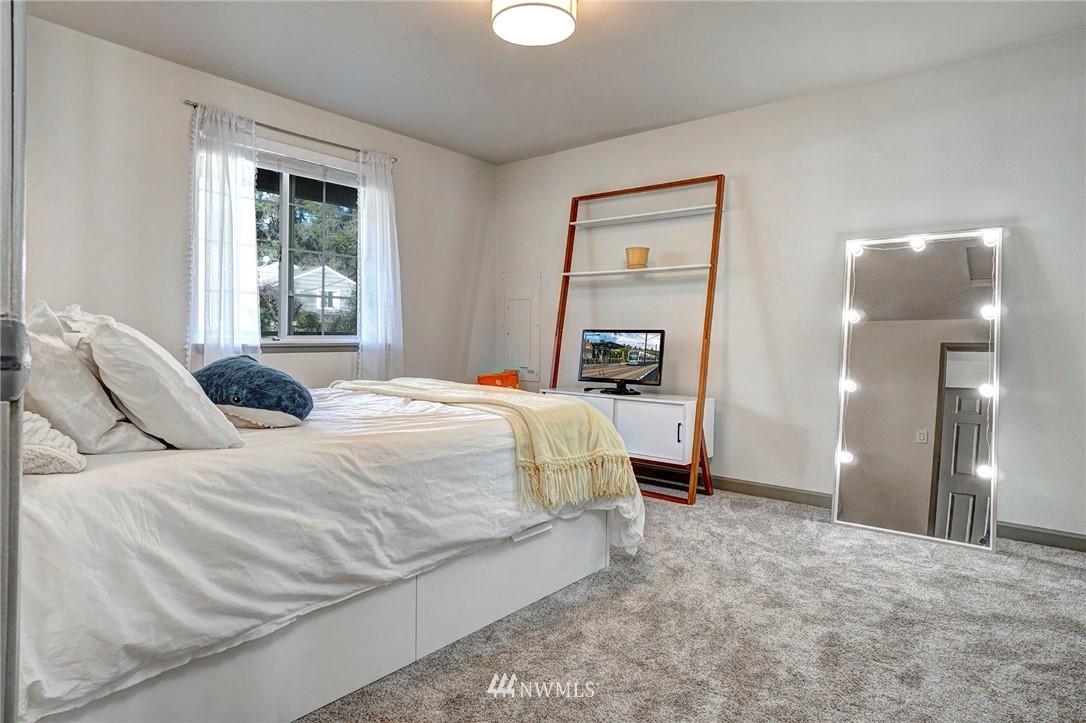 Sold Property   4134 32nd Avenue SW Seattle, WA 98126 6