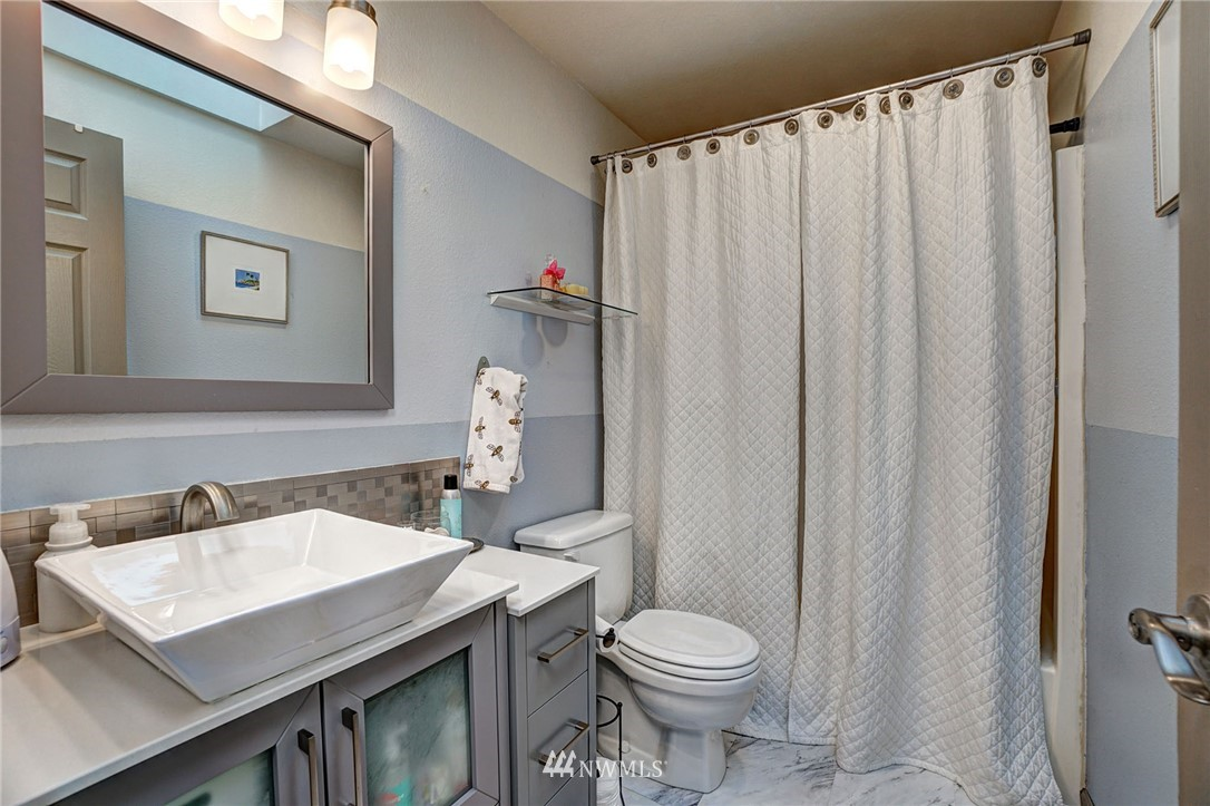 Sold Property   4134 32nd Avenue SW Seattle, WA 98126 7