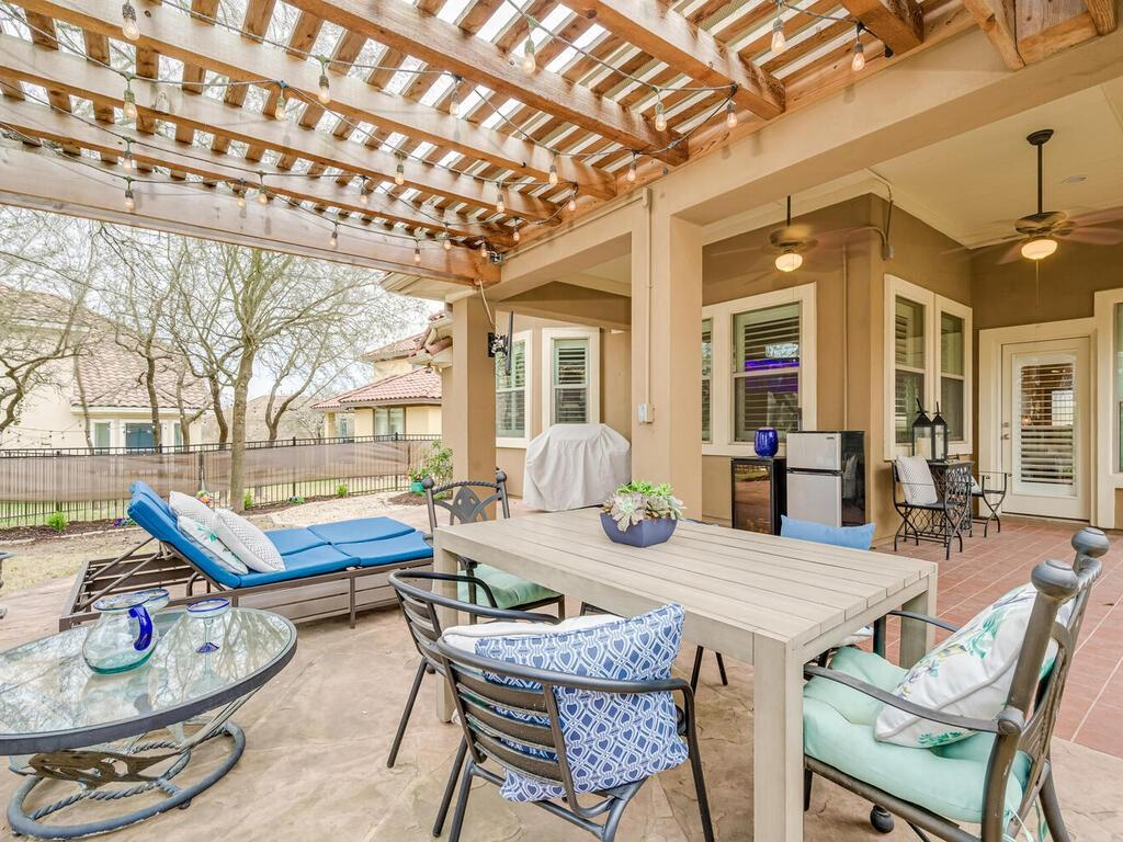 Pending | 12208 Fairway Cove Austin, TX 78732 35