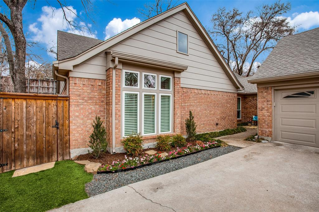 Pending | 2862 Lawtherwood Place Dallas, Texas 75214 1